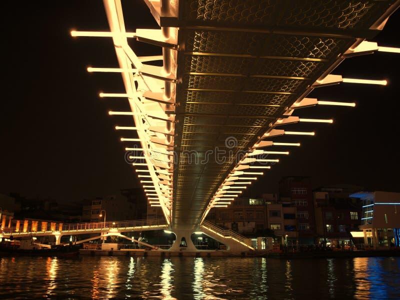 Puente moderno de Night imagenes de archivo