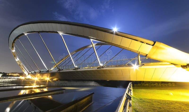Puente moderno en Putrajaya imagenes de archivo
