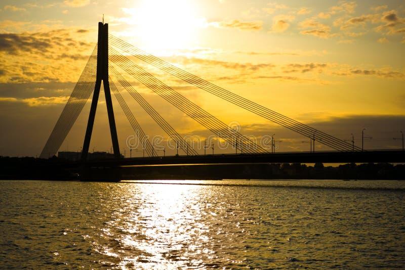 Puente moderno en Riga fotografía de archivo