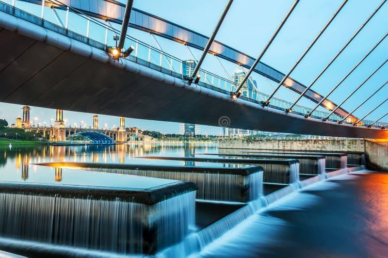 Puente moderno peatonal, Putrajaya fotos de archivo libres de regalías