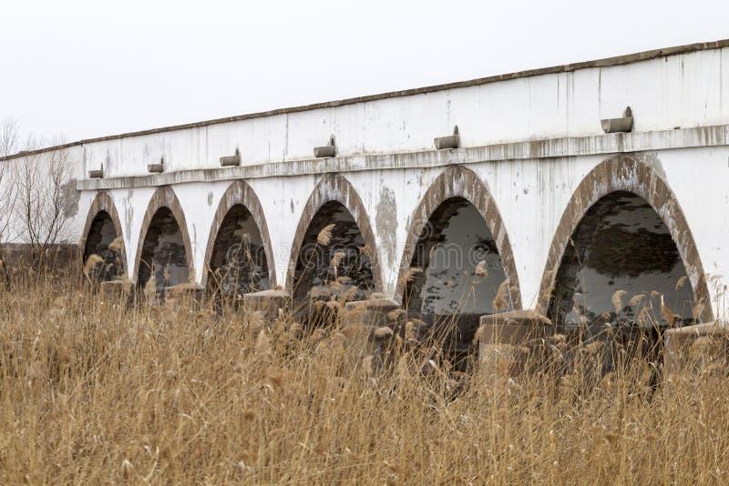 puente Nueve-agujereado en Hungría fotos de archivo libres de regalías