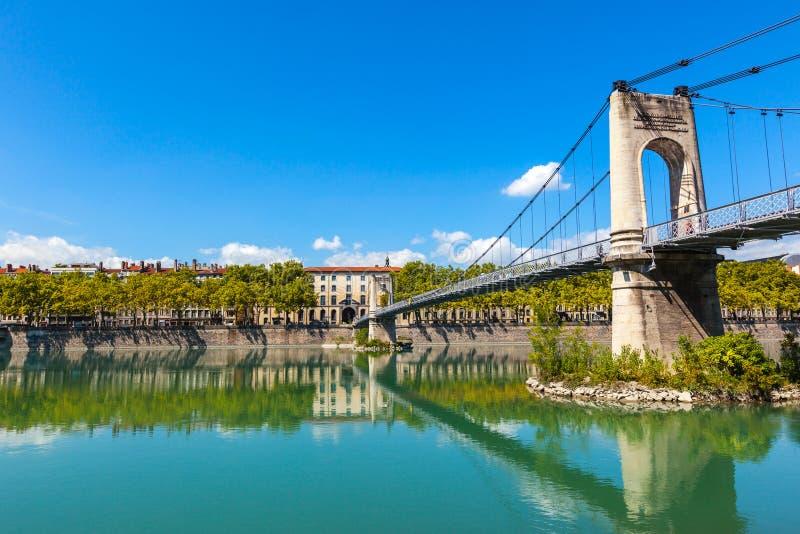 Puente Old Passerelle du College sobre el río Rhone en Lyon, franco fotografía de archivo