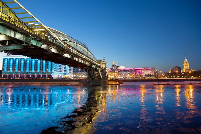 Puente peatonal de Kiev en Moscú fotos de archivo libres de regalías