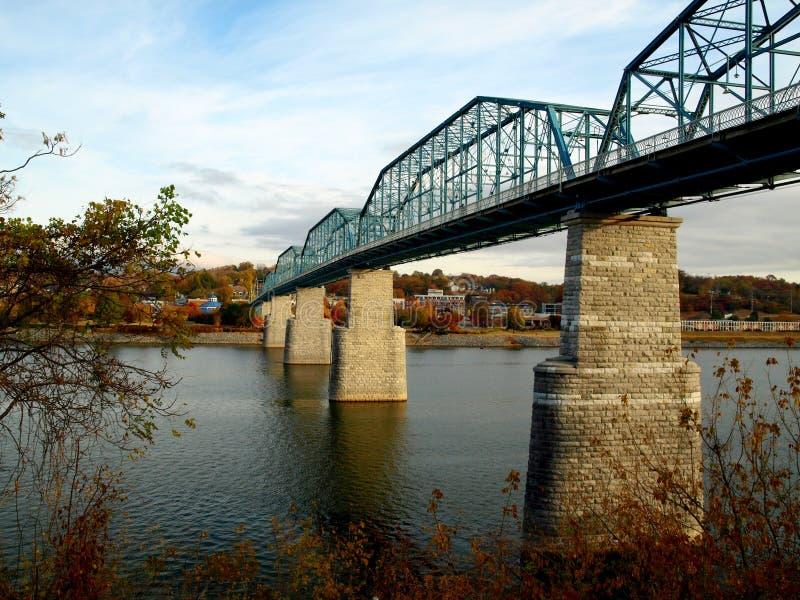 Puente peatonal de la calle de la nuez--Chattanooga imágenes de archivo libres de regalías