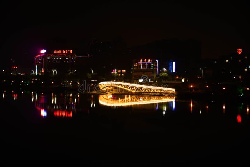 Puente por el río del Bai imagen de archivo