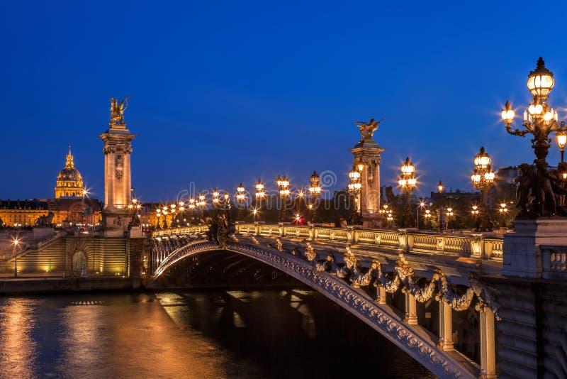 Puente por la tarde, París, Francia de Alejandro III imagenes de archivo