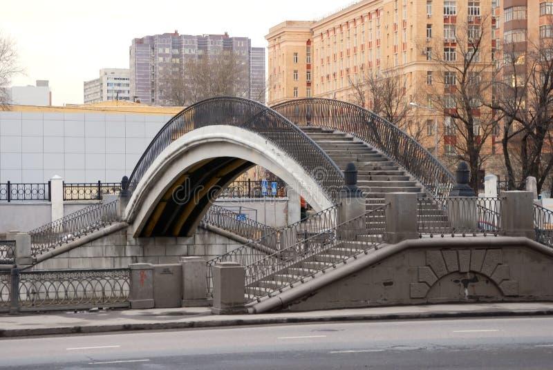 Puente que recorre fotografía de archivo libre de regalías