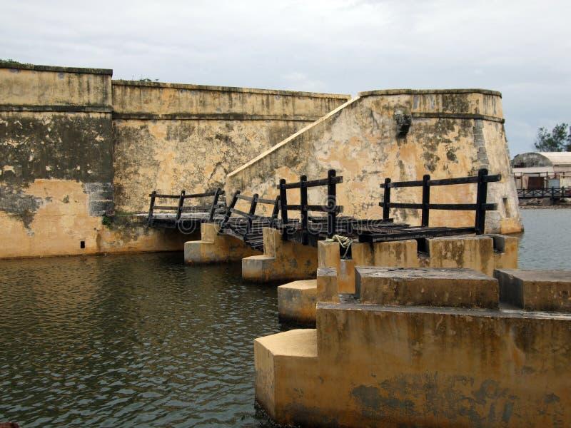 Puente quebrado imagenes de archivo