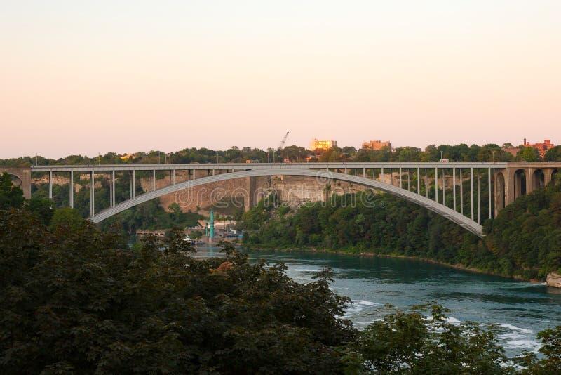 Puente Rainbow Niagara cae de Ontario Canada Sunset imágenes de archivo libres de regalías