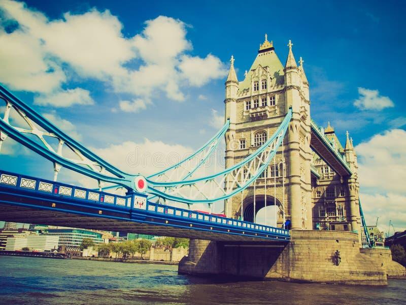 Puente retro de la torre de la mirada, Londres imagen de archivo libre de regalías