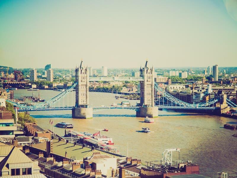 Puente retro Londres de la torre de la mirada imagen de archivo libre de regalías