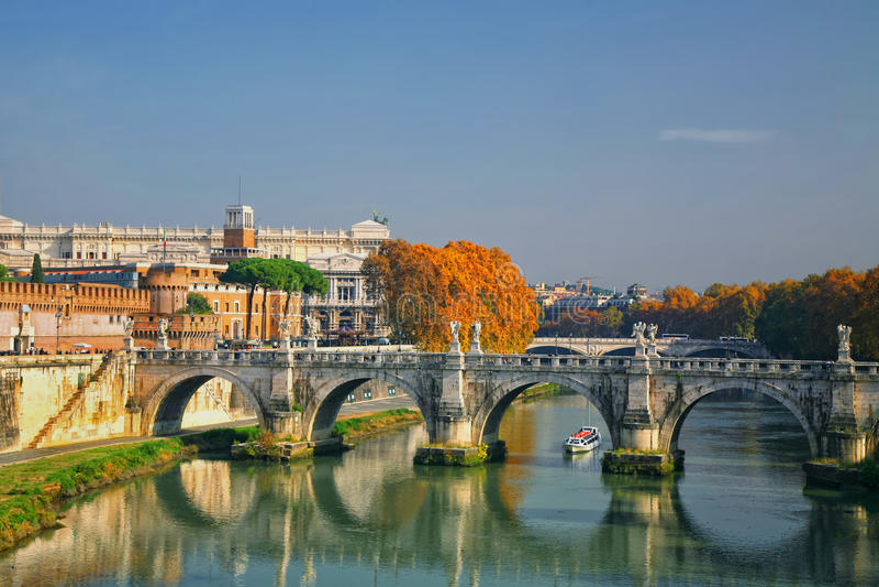 Puente Roma, Italia de Sant'Angelo fotos de archivo