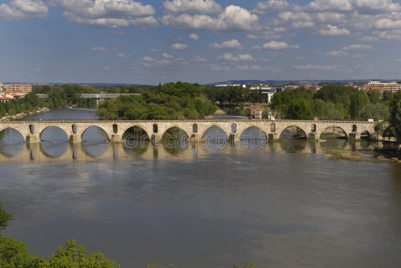 Puente romano en el río Duero, Castilla y León, Zamora, fotos de archivo