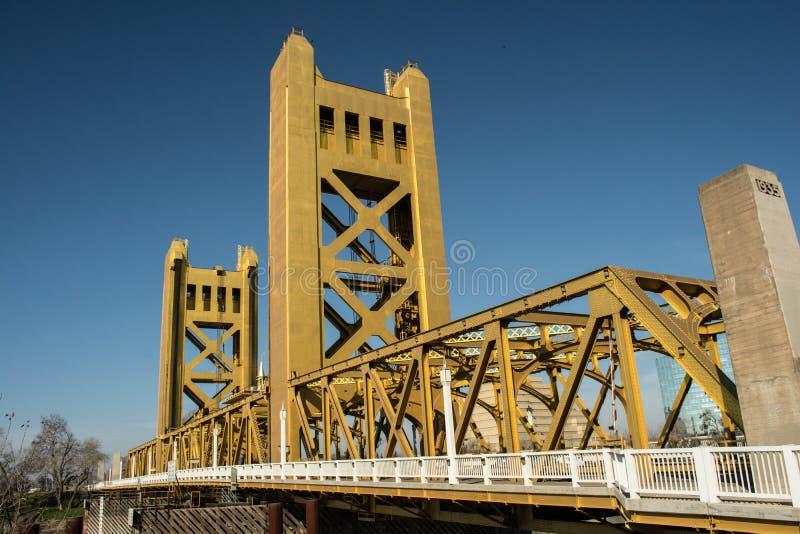 Puente Sacramento vieja de la torre fotos de archivo