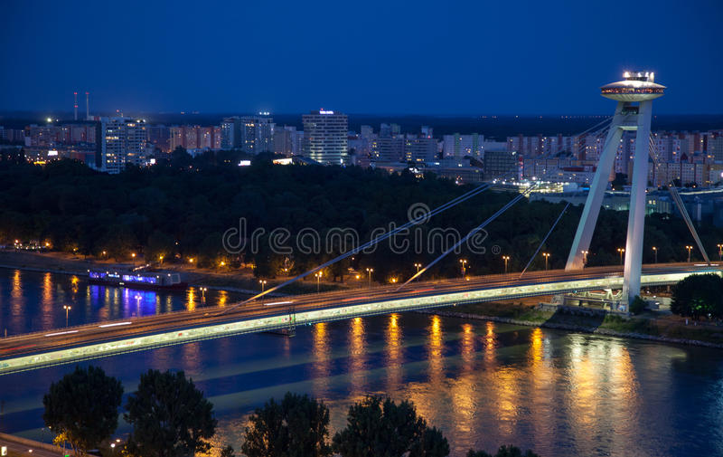 Puente SNP en Bratislava, Eslovaquia fotografía de archivo libre de regalías
