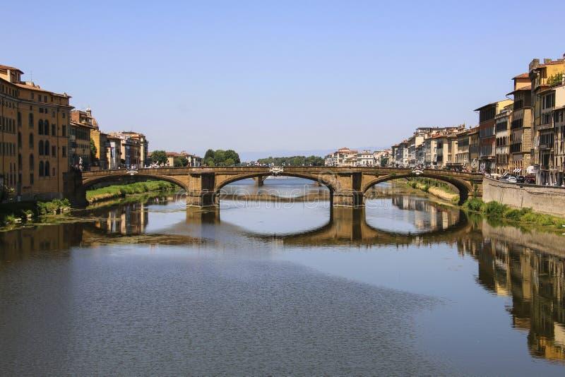 Puente sobre Arno River, Florencia, Italia de Ponte Santa Trinita fotografía de archivo