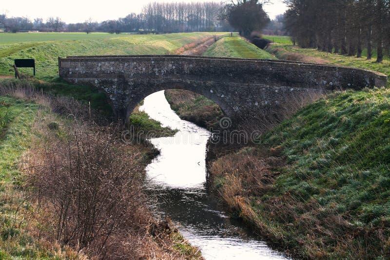 Puente sobre el río fotos de archivo libres de regalías