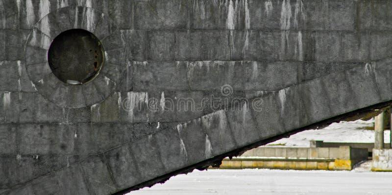 Puente sobre el río imagenes de archivo