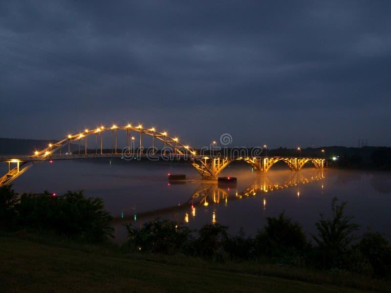 Puente sobre el río Arkansas en Ozark Arkansas fotografía de archivo libre de regalías