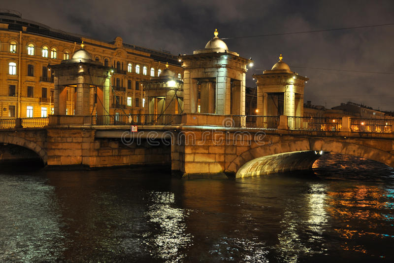 Puente sobre el río de Fontanka en St Petersburg imagen de archivo libre de regalías