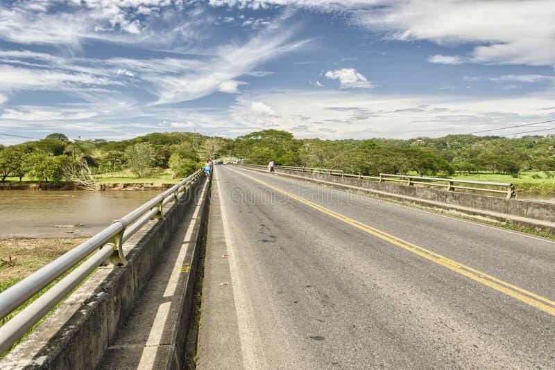 Puente sobre el río de Tarcoles, Costa Rica imagen de archivo