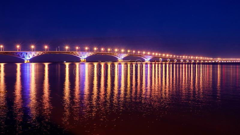 Puente sobre el río de Volga foto de archivo libre de regalías