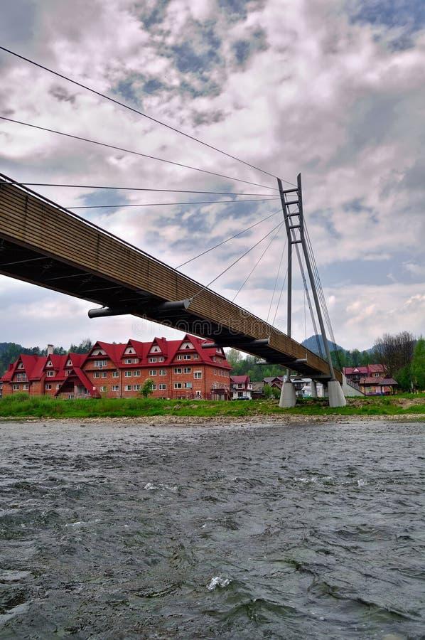 Puente sobre el río Dunajec. Frontera de Eslovaquia y de Polonia fotos de archivo libres de regalías