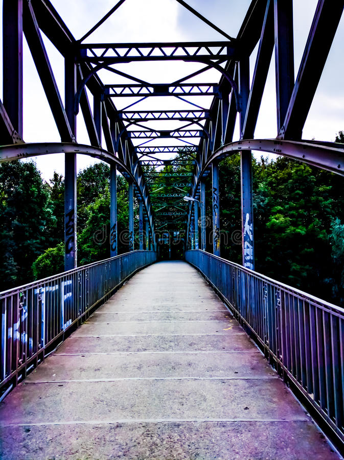 Puente sobre el río Leine imagenes de archivo