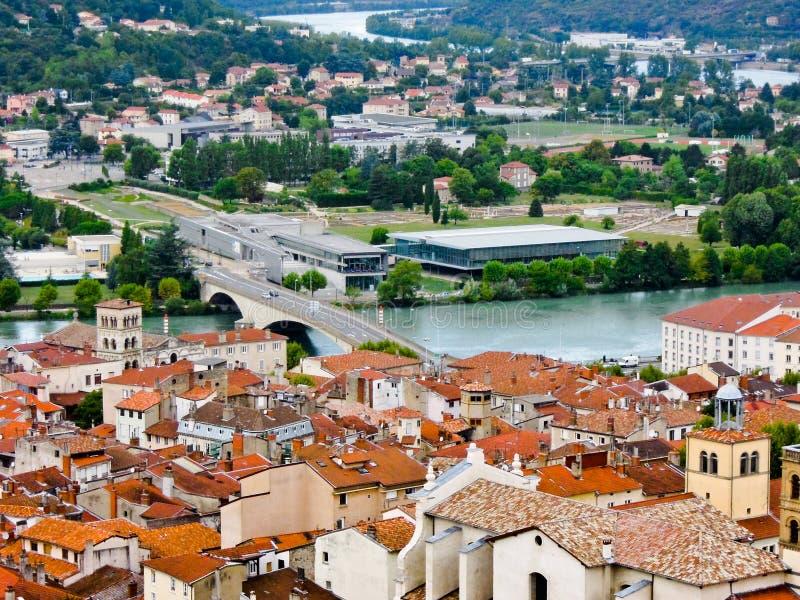 Puente sobre el río Rhone, en Vienne, Francia fotografía de archivo