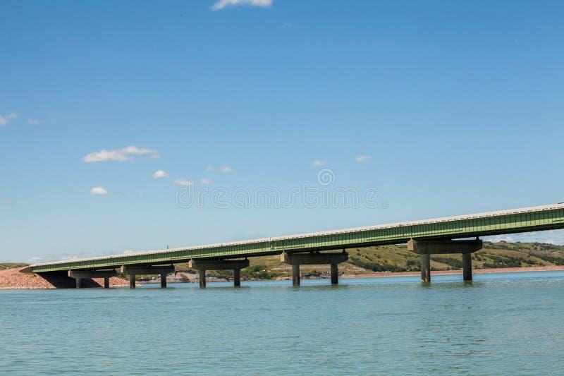 Puente sobre las aguas del río Missouri, los E.E.U.U. fotos de archivo libres de regalías