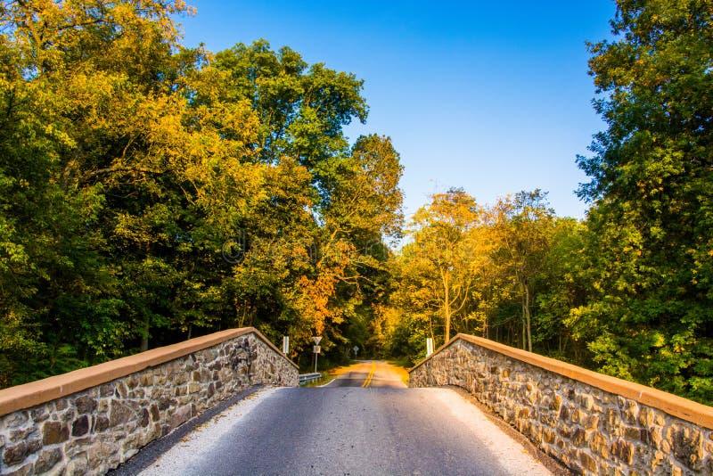 Puente sobre una cala en el condado de Adams, Pennsylvania foto de archivo libre de regalías