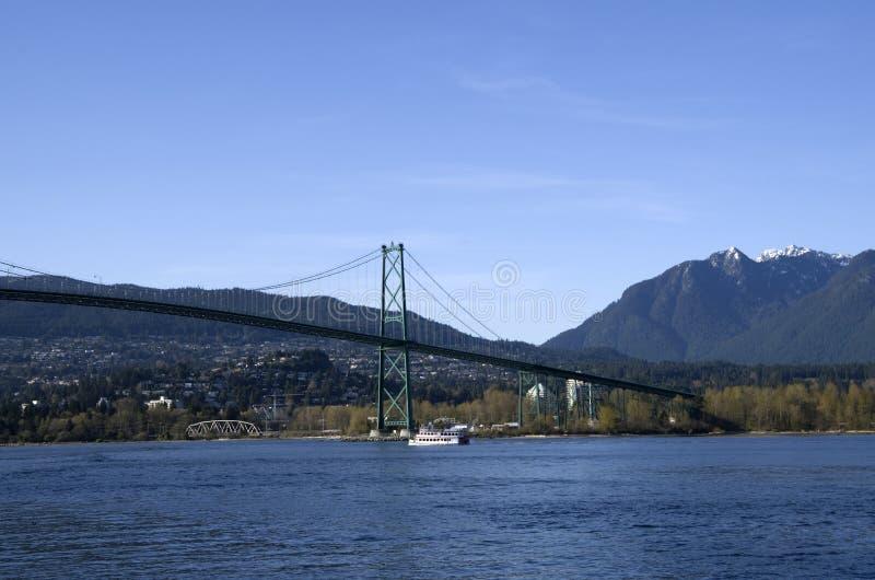 Puente Vancouver de la puerta de los leones imagenes de archivo