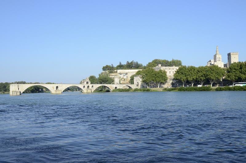 Puente viejo de Aviñón en el río Rhone, Francia fotos de archivo