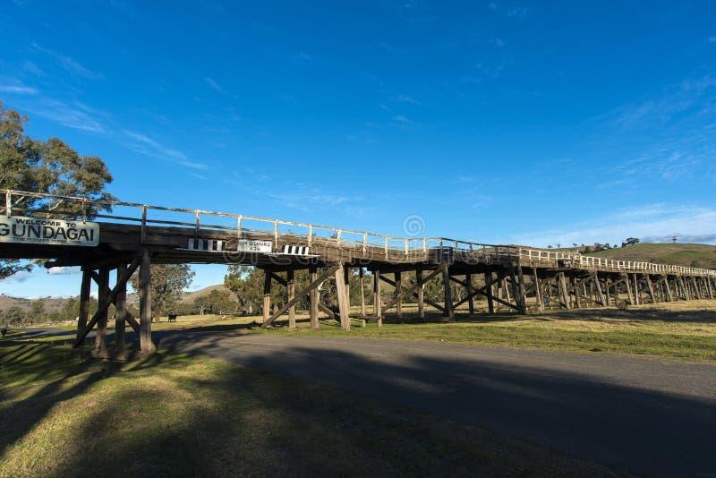 Puente viejo del camino imágenes de archivo libres de regalías