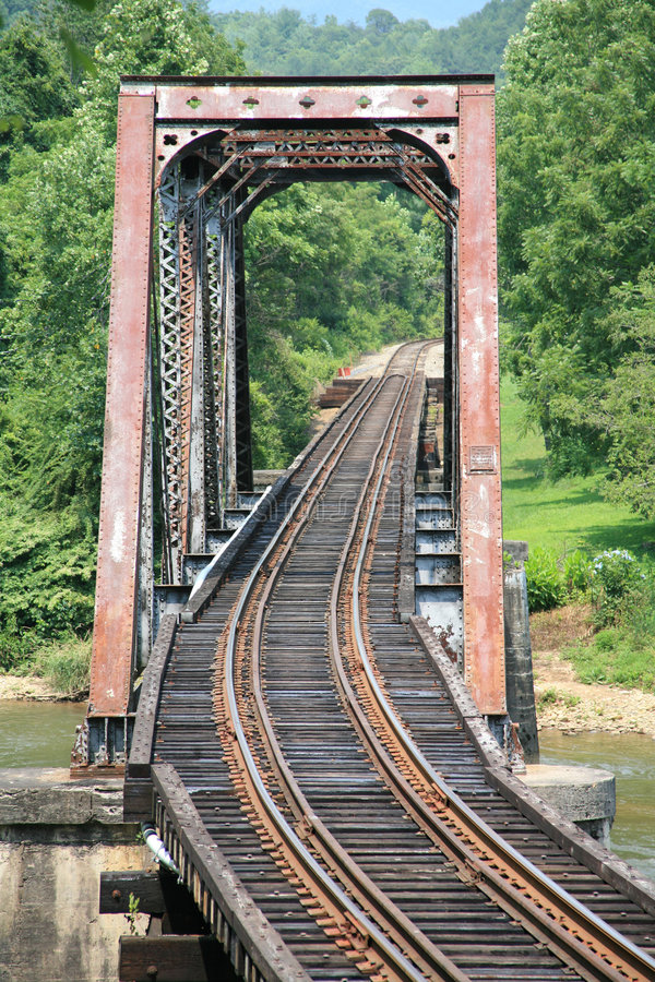 Puente viejo del ferrocarril foto de archivo