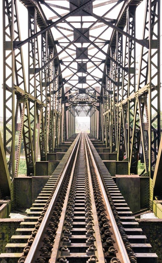 Puente viejo del tren imagenes de archivo