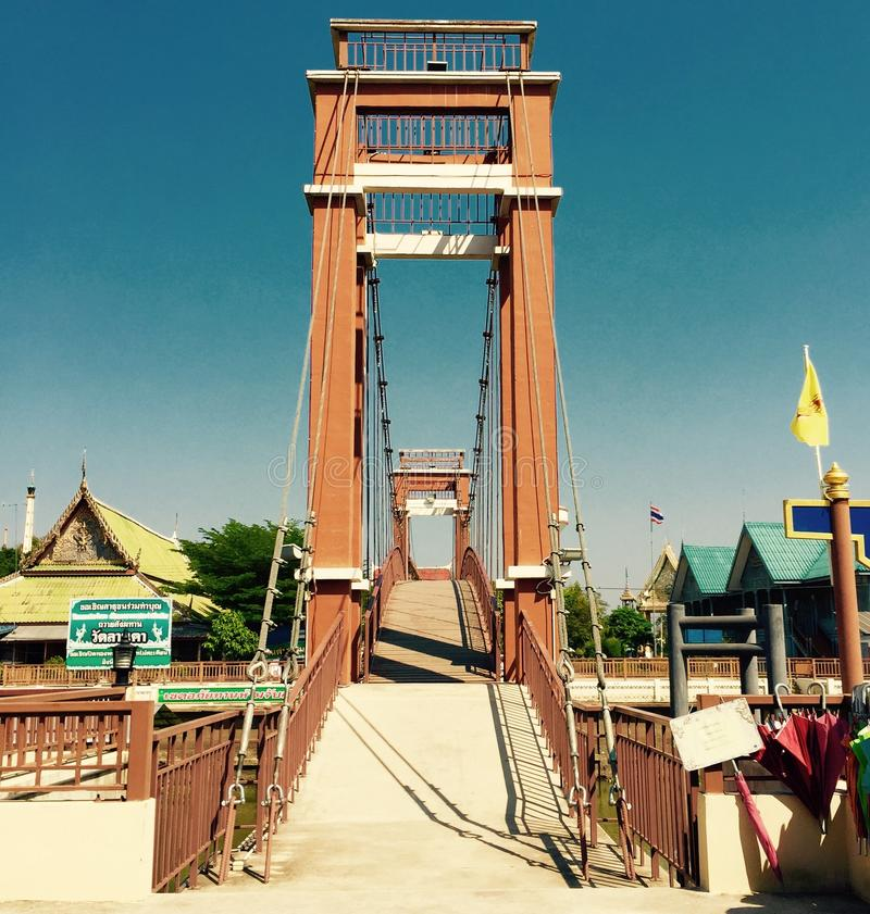 Puente viejo en ciudad vieja foto de archivo libre de regalías
