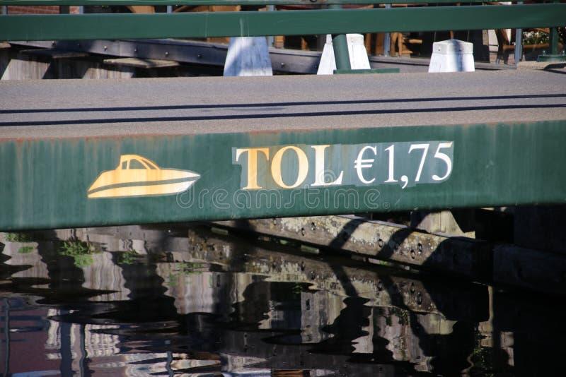 Puente viejo en Nieuwerbrug en Holanda Meridional donde pagar el peaje para ir canal sobre rijn del oude del río a Utrecht imagenes de archivo