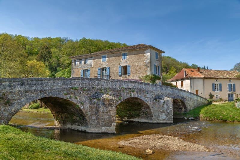 Puente viejo, Santo-Jean-de-Cole, Francia foto de archivo