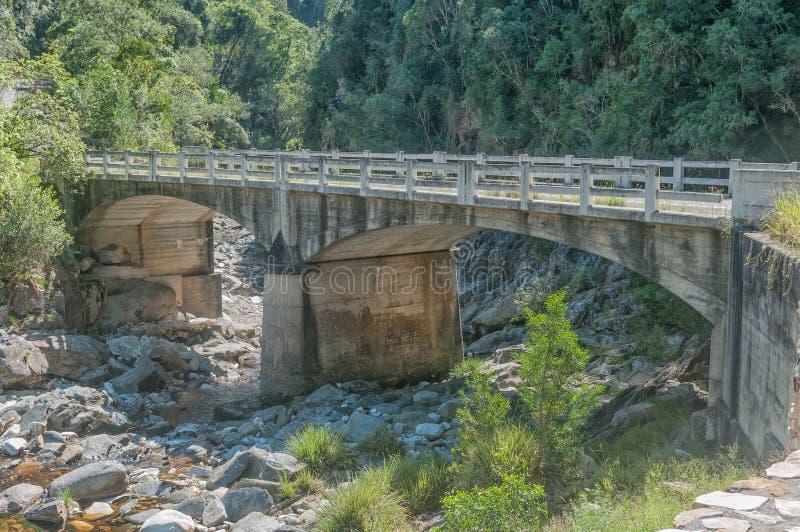 Puente viejo sobre el río de Bloukrans fotos de archivo
