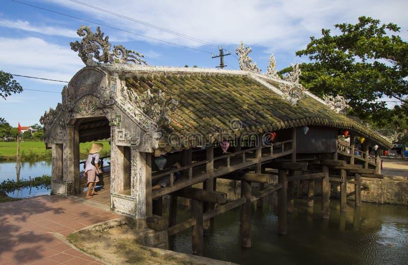 Puente viejo Thanh Toan del ladrillo en tonalidad fotos de archivo libres de regalías