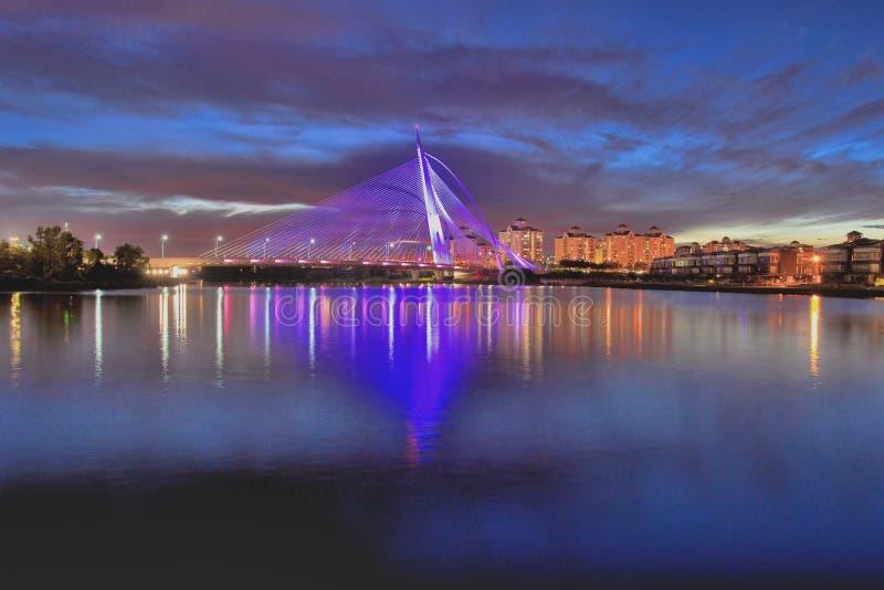 Puente wawasan de Seri sobre hora azul imagen de archivo