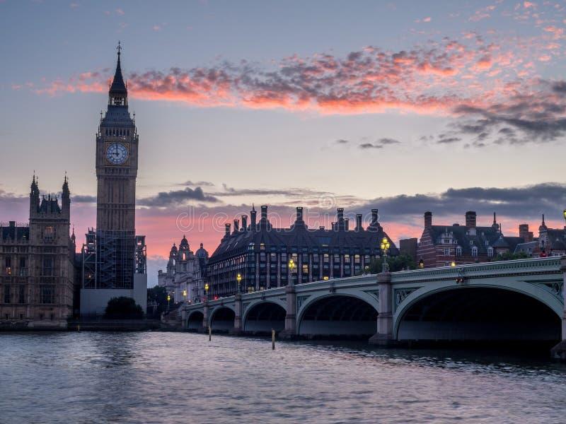 Puente y Big Ben de Westminster imágenes de archivo libres de regalías