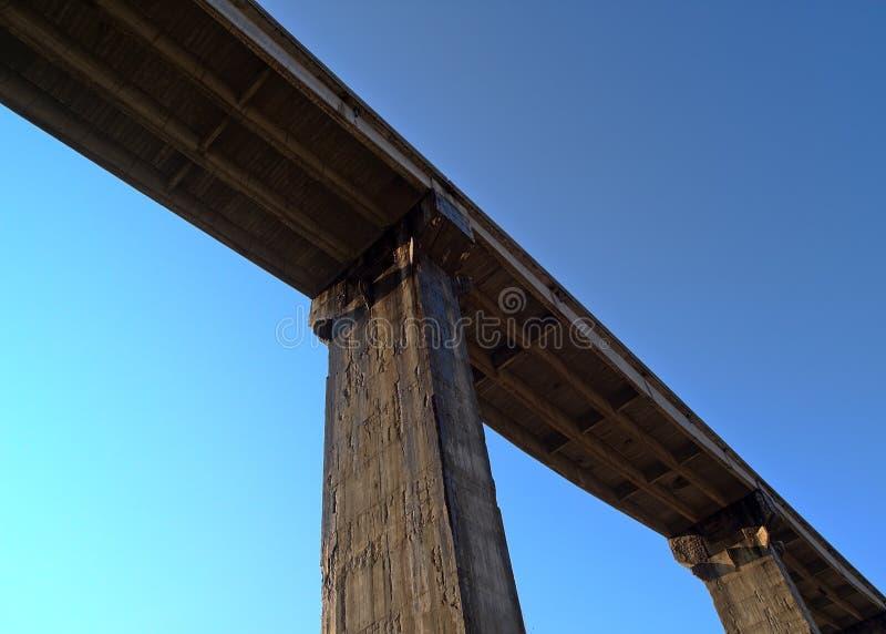 Puente y cielo fotografía de archivo