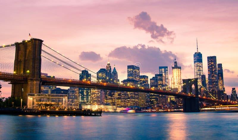 Puente y Lower Manhattan de Brooklyn en New York City fotografía de archivo libre de regalías