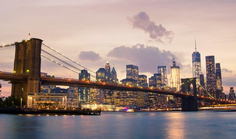 Puente y Lower Manhattan de Brooklyn en New York City imagenes de archivo