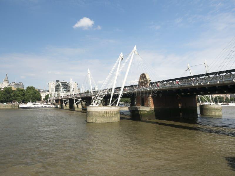 Puente y puentes de oro del jubileo, Londres de Hungerford imagenes de archivo