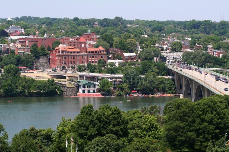 Puente y río imagen de archivo