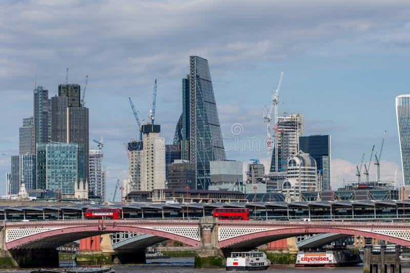 Download Puente Y Rascacielos De Blackfriars Foto de archivo editorial - Imagen de ciudad, nuevo: 100527728