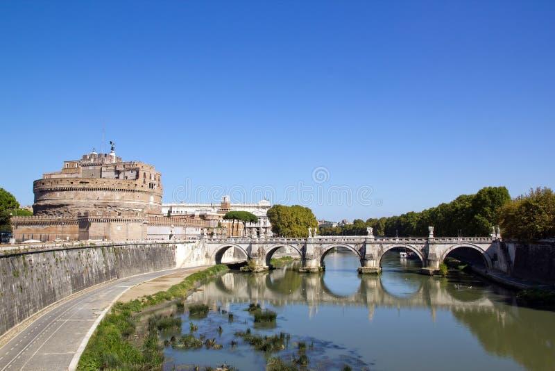 Puente y St Ángel (Roma del castillo fotografía de archivo